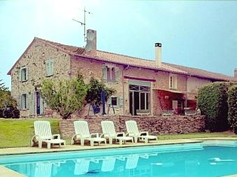 Fiche de présentation Maison à vendre de 200 m²  6 pièces à PEYRILHAC