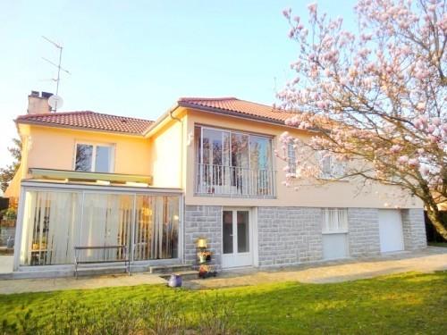 Fiche de présentation Maison à vendre de 138 m²  6 pièces à CHAPTELAT