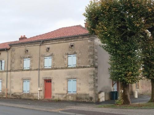 Fiche de présentation Maison à vendre de 140 m²  5 pièces à RILHAC-RANCON