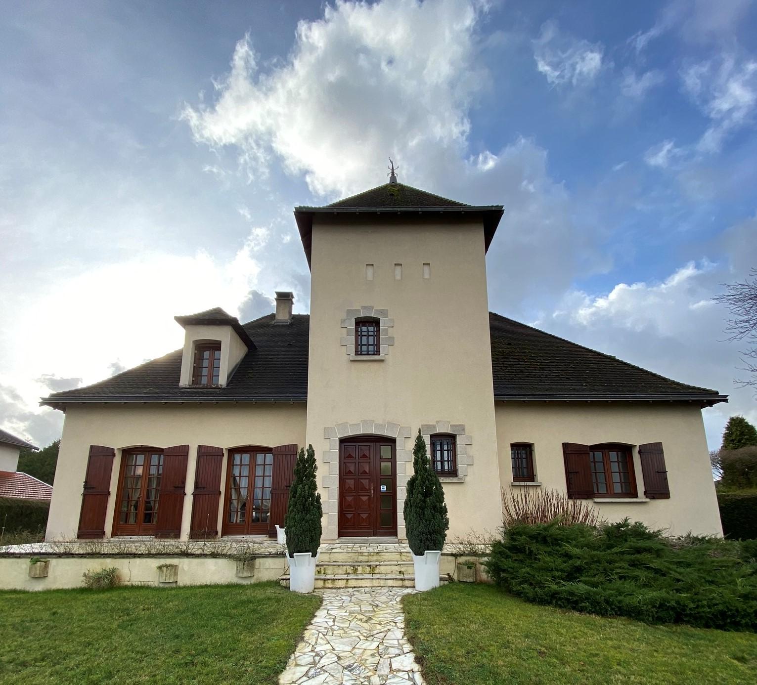 Fiche de présentation Maison d'architecte à vendre de 172 m²  à RILHAC-RANCON