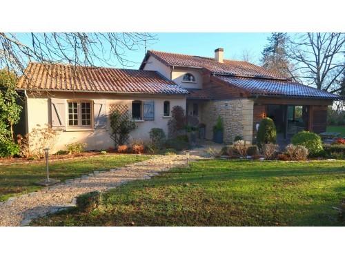 Photographie de maison d'architecte à vendre de 200 m² avec 7 pièces à Rilhac-Rancon