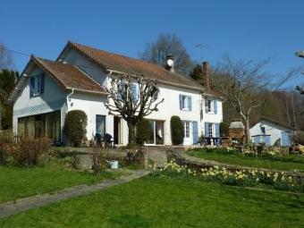 Fiche de présentation Maison à vendre de 210 m²  9 pièces à SAINT-LAURENT-LES-EGLISES